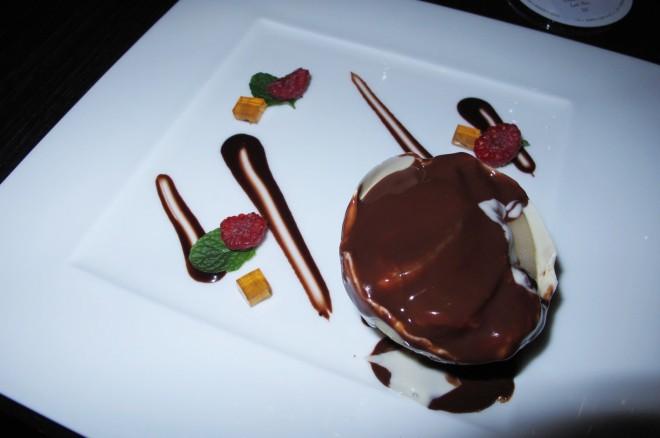 white chocolate sphere amuz jakarta